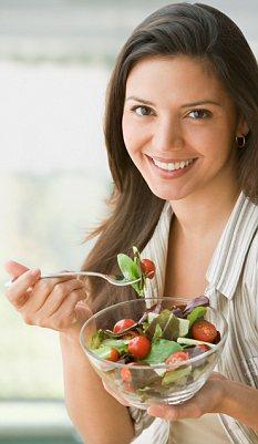 B3BY2R Hispanic woman eating salad